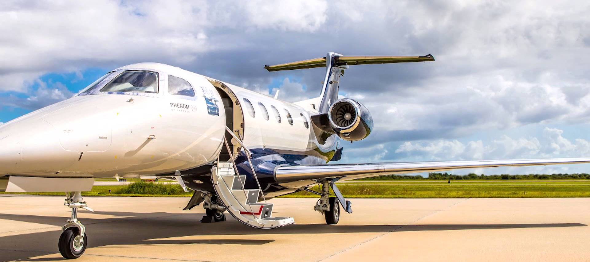 embraer-phenom-300-light-business-jet