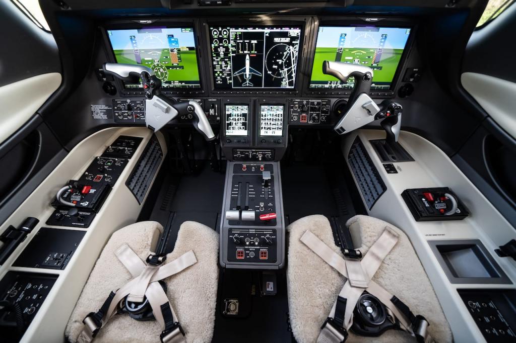 embraer phenom 300e cockpit