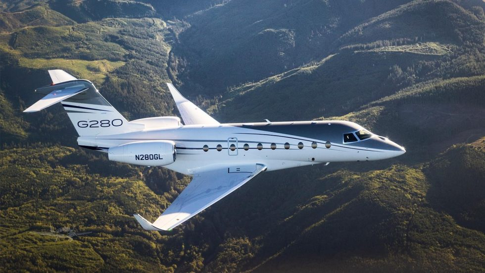 gulfstream g280 business jet flying