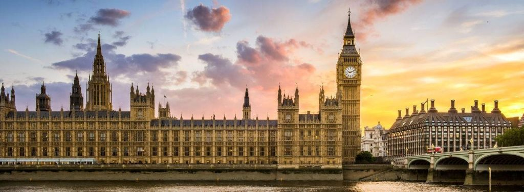 iconic imae of london lokking at the houses of parliment and big ben